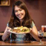 Cină la un restaurant de lux și rugăciunea înainte de masă