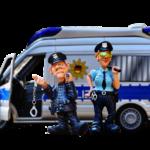 Fiul de polițist face pe deșteptul