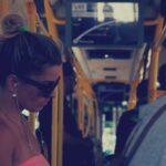 Pițipoancă pipăită în autobuz