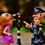 Soția, gură spartă, și polițistul de la rutieră