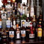 Un cercetător britanic merge într-un bar